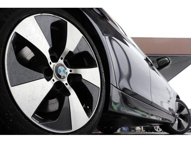 純正ナビのフルセグ化(地デジチューナー取り付け)や純正ナビ連動のバックカメラ、コーディング(BMW、M・ベンツ)までカスタムに対応しております。お気軽に相談ください。