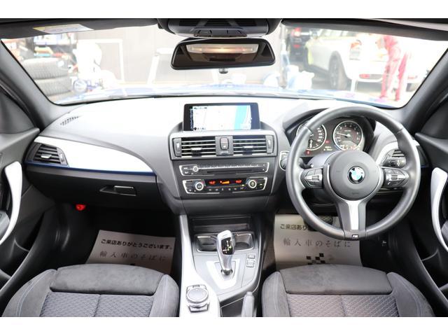 BMWならではのコックピット!!高級感があり、かつシンプルなデザインが飽きがこないとご好評いただいております。スイッチ一つ一つにも「拘り」とセンスを感じます。