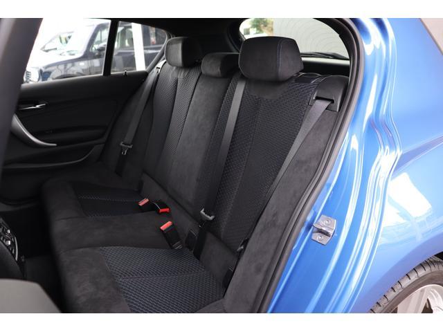 リアシートです。使用感も感じられません!!BMWならではのホールド力の高いシートを使用しております。後席には、チャイルドシートも取付可能です。