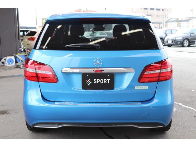 安心したお車をお選び頂けるように、当社では、鑑定車両を展示しております。第三者機関「AIS,JAAA」の2社により、お車の品質を提示しております。
