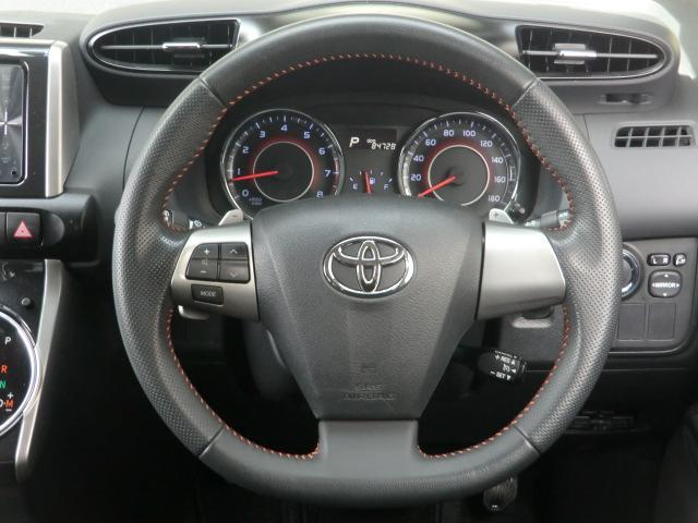 ステアリングリモコンも付いてて運転中にハンドルから手を離すことなく音量の調整、音楽のスキップも可能です!!