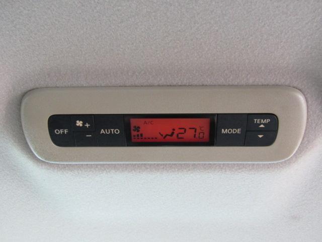 Wエアコンを装備。後部座席の方も快適な温度設定ができます♪