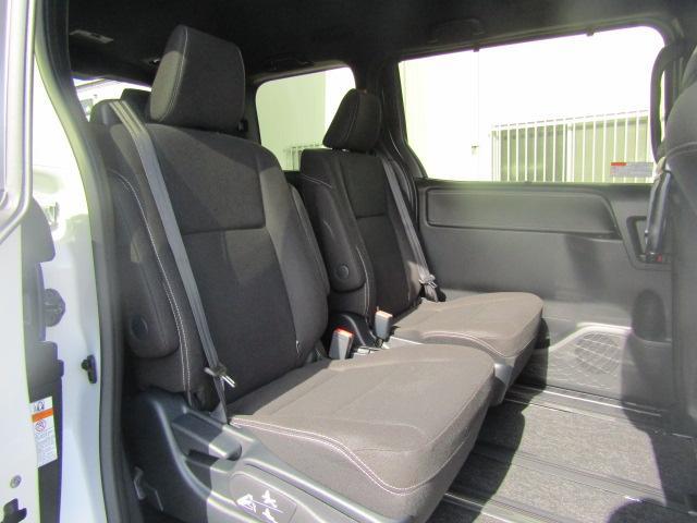 ハイブリッドXi 登録済未使用車 両側電動 シートヒーター(10枚目)