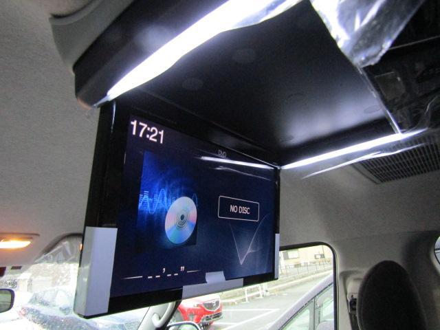 11型プラズマクラスター付きフリップダウンモニターを装備。後部座席の方もドライブを楽しめます♪