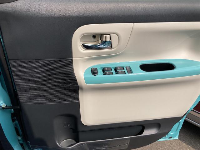 パワーウィンドウのスイッチですよ。運転席に居ながら窓を開け閉めのコントロールできますよ。