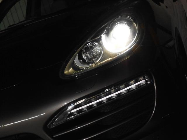 明るいキセノンヘッドライト、各LEDも非常にお洒落でございます。