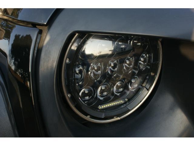 社外LEDヘッドライトで見た目も実用性もバッチリです!