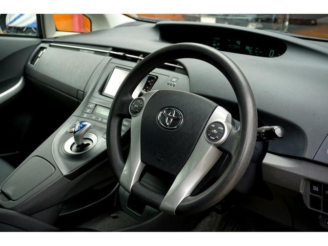 トヨタ プリウス Sツーリングセレクション G's仕様 黒革調シートカバー