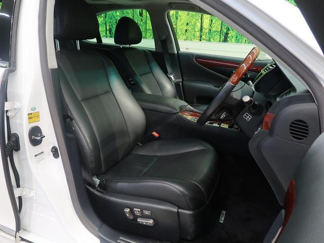 高級感たっぷりの「黒革シート」!!汚れが目立ちにくく、さらに高級感を与えてくれるので、優雅にドライブをお楽しみいただけます♪座り心地もバッチリです☆是非一度ご体感下さいませ!!