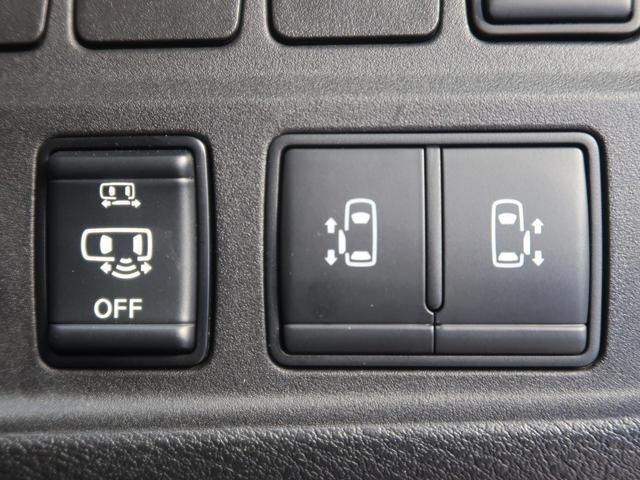 両側電動スライドドア♪駐車場で両手に荷物を抱えている時でもボタンを押せば自動で開いてくれますので、ご家族でのお買い物にもとっても便利な人気装備☆