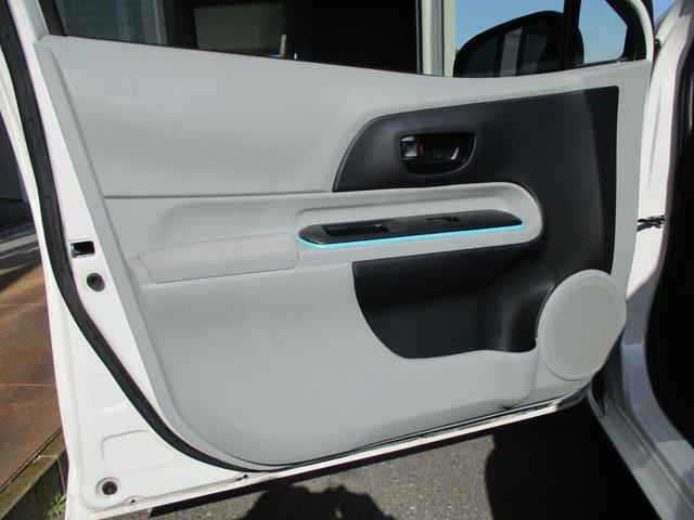 トヨタ アクア S CDデッキ 無料1年保証付き