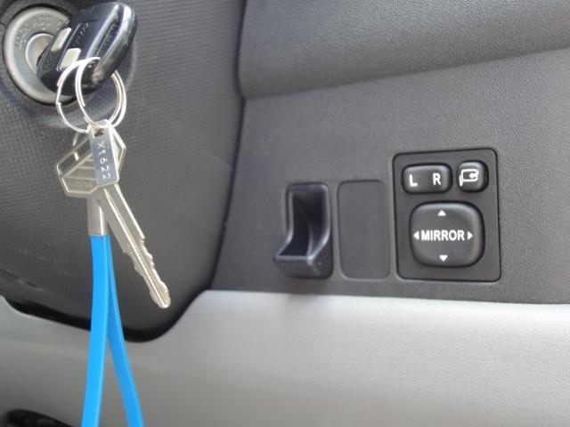 便利なキーレスや電動格納式ドアミラー装備してます。
