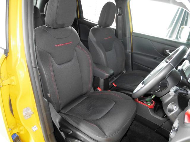 しっかりとしていて上質な座り心地のシートです。座り心地も良くて長時間の運転も快適ですよ。肌触り良いシートが評判です。