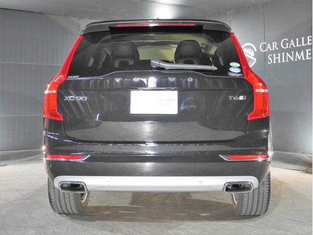リア、後ろから見るとまた車の印象が変わってきますね。前、横のデザインと同じくその車の作られたコンセプトがよく出ている所だと思います。