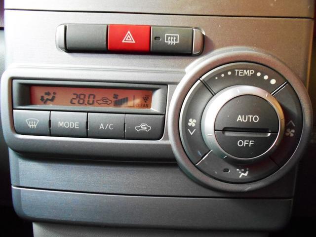 フルオート式エアコンは車内室温を快適に保ってくれます。