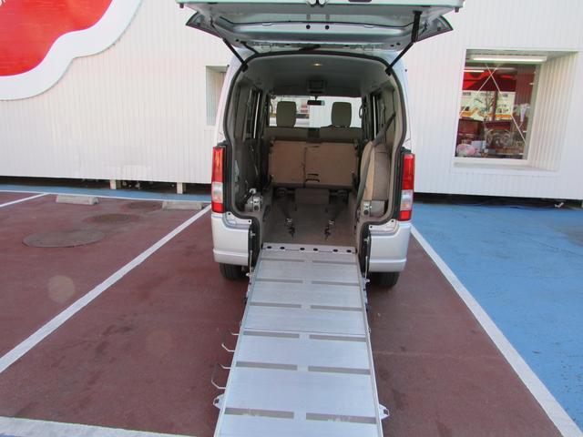 車いす移動車 スローパー 電動ウインチ リアシート付4人乗り(2枚目)