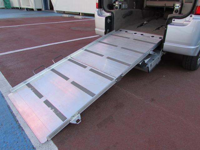 車いす移動車 スローパー 電動ウインチ リアシート付4人乗り(4枚目)