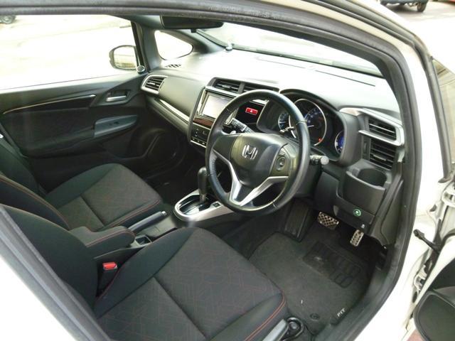 運転席周りです!各種お問合せはお気軽に0066-9701-9023までお問合せ下さい!