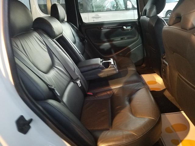 後席は特に使用感も少なく、前オーナー様が、大切に乗られていた様子が伺えます!