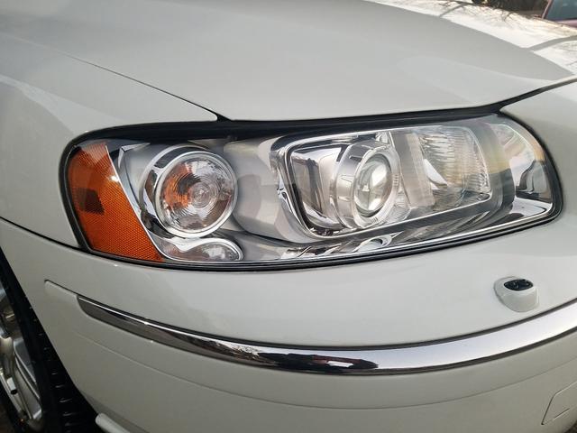 ヘッドライトレンズもご覧の通り透明度の高い状態です!この透明度を保つにはヘッドレンズ塗装をお勧め致します!