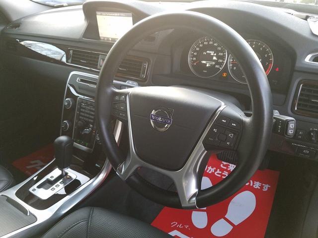 運転席の接触頻度の高い部位に関しては、若干の擦れはございますが、気になるレベルではありません!かなり気を付けて使用されていた様子が伺えます!