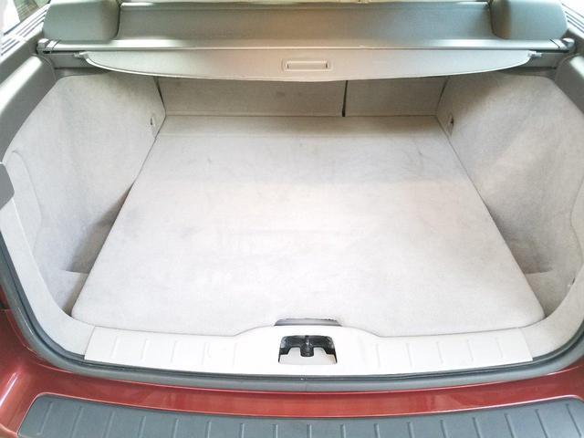 荷室はご覧の通り、広大スペースです!このあたりもボルボの魅力の一つです!