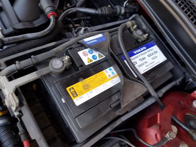バッテリーもボルボ純正が使用されています!