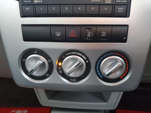 エアコンスイッチ回りも、運転中操作も安全に出来る配置となっております!