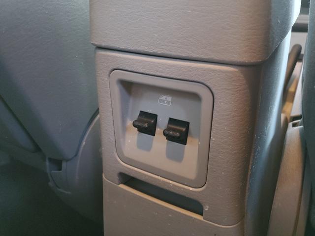こちらは、後席用のパワーウィンドウスイッチです!とっても斬新な配置です!このあたりもPTクルーザーの魅力の一つです!