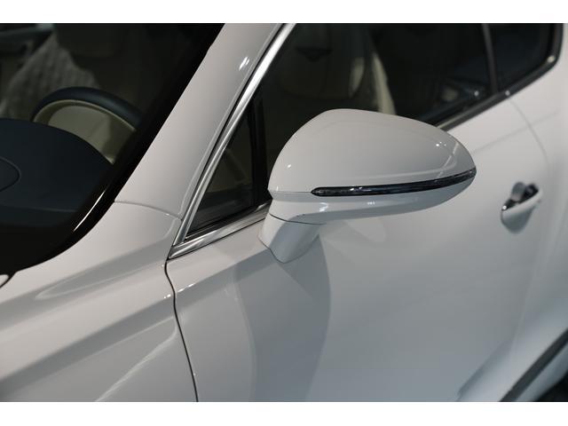 ヘッドランプから流れてくるパワーラインはスピード感を感じるサイドデザインになっており、テールエンドまで流れる力強いデザインとなってます。