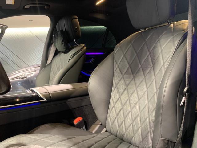 上質な座り心地のナッパレザーシートにアクティブマルチコントロールシートにて快適な空間を創造するレザーエクスクルーシブパッケージを装備しております。