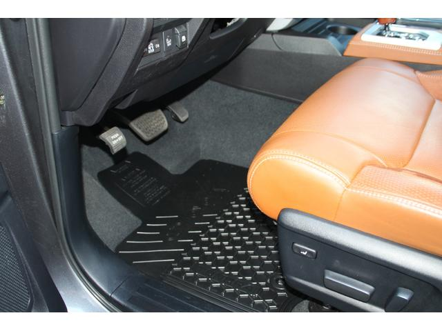 米国トヨタ タンドラ クルーマックス 1794エディション 4WD 実走行証明書付
