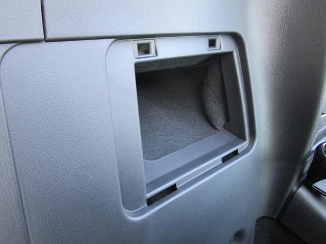 収納も充実しています!車内はあなたのプライベート空間です。ものが整理しやすい様に収納が充実している車はとっても使いやすいですね!