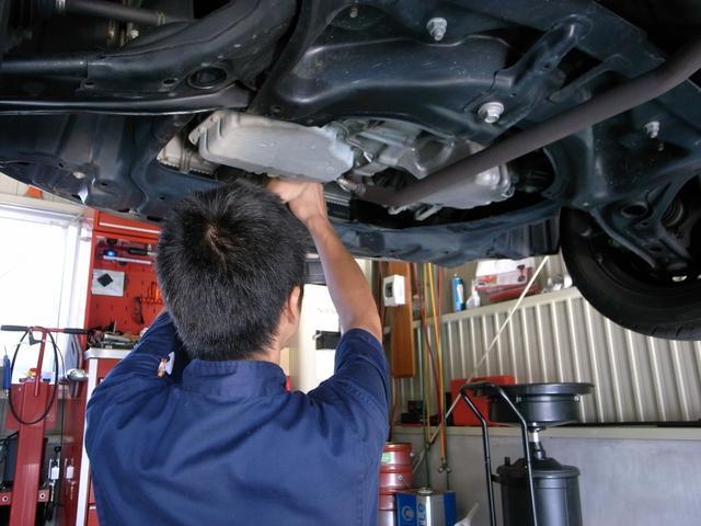 当店でご成約を頂いたお車にお乗りの間「オイル交換無料」サービスをご利用いただいけますっ!