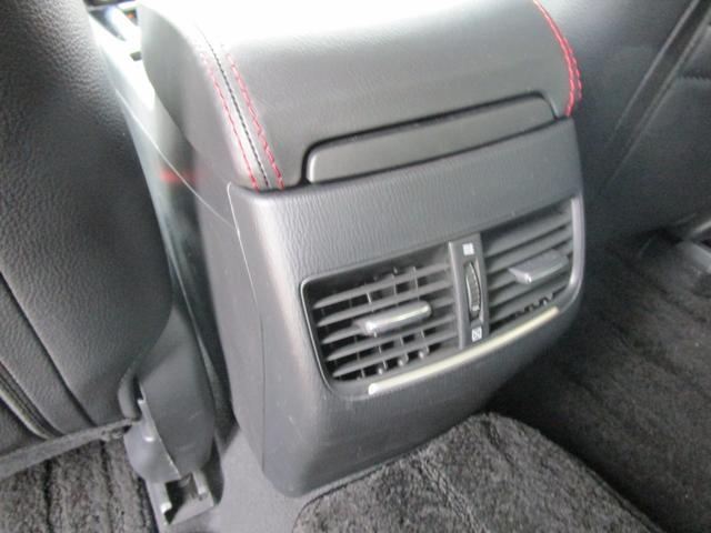後席用のエアコン吹き出し口です!後席の方も快適にお過ごしいただけます!