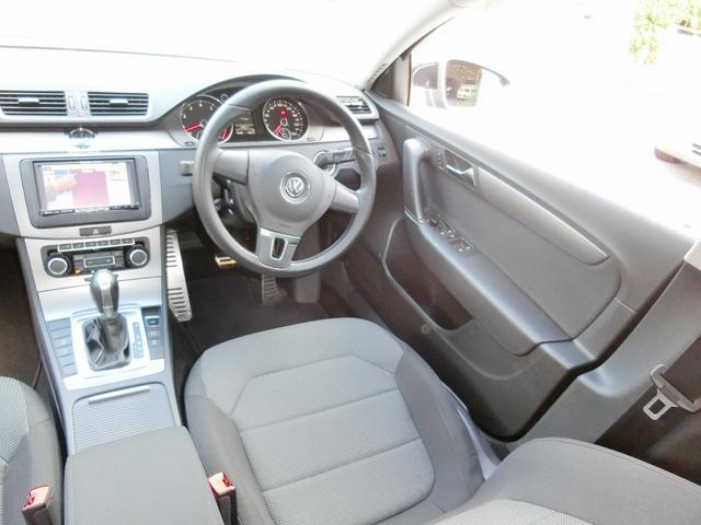 後部座席はタバコのコゲ穴・シートの破れ・シミ汚れなどなく綺麗です。お車に関するお問い合わせ先:052−485−8068【担当:はら迄】