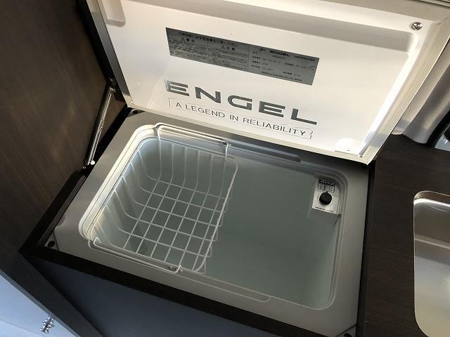SロングDX GLパッケージ オリジナルキャンプ仕様 Pisces 2段ベッド 電子レンジ 冷蔵庫 11型フローティングナビTV  バックカメラ FFヒーター サブバッテリー 衝突軽減ブレーキ(6枚目)