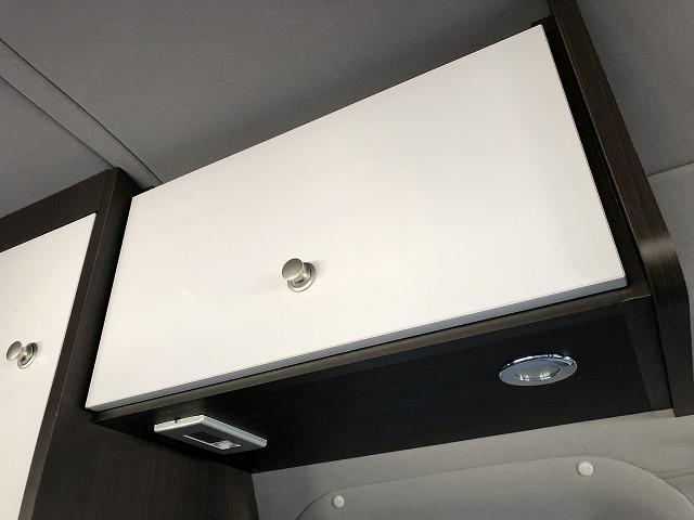 SロングDX GLパッケージ オリジナルキャンプ仕様 Pisces 2段ベッド 電子レンジ 冷蔵庫 11型フローティングナビTV  バックカメラ FFヒーター サブバッテリー 衝突軽減ブレーキ(12枚目)