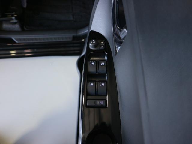 窓の開閉もドアミラーの調節もスイッチ一つです。