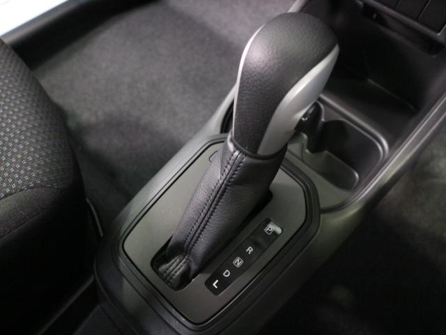 フロアシフト採用で、運転する方の年代を選びません。