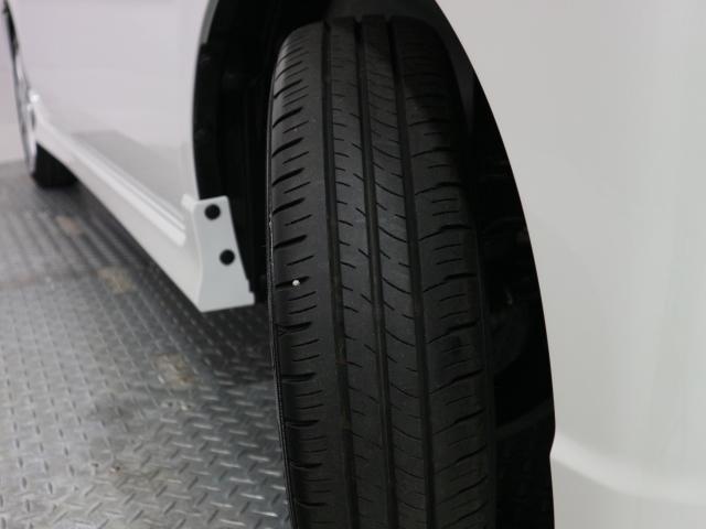 タイヤの溝もしっかり残っておりますので、安心して走行頂けます。
