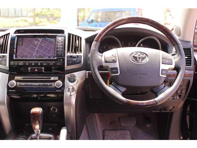 ZX 4WD サンルーフ 本革シート 純正ナビ 地デジTV バックモニター シートエアコン&ヒーター スマートキー クルーズコントロール 3列シート HIDヘッドライト 純正アルミホイール(7枚目)