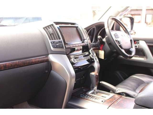 ZX 4WD サンルーフ 本革シート 純正ナビ 地デジTV バックモニター シートエアコン&ヒーター スマートキー クルーズコントロール 3列シート HIDヘッドライト 純正アルミホイール(8枚目)