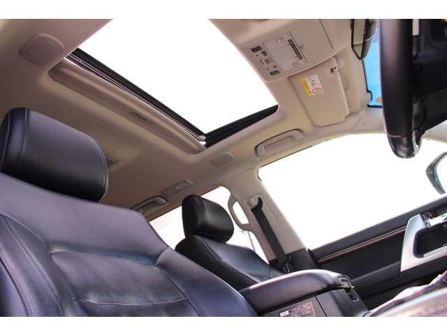 ZX 4WD サンルーフ 本革シート 純正ナビ 地デジTV バックモニター シートエアコン&ヒーター スマートキー クルーズコントロール 3列シート HIDヘッドライト 純正アルミホイール(17枚目)