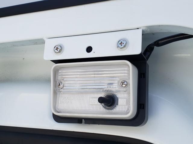 荷台作業灯・・・暗い時でも作業ができます。荷台を明るく照らします。
