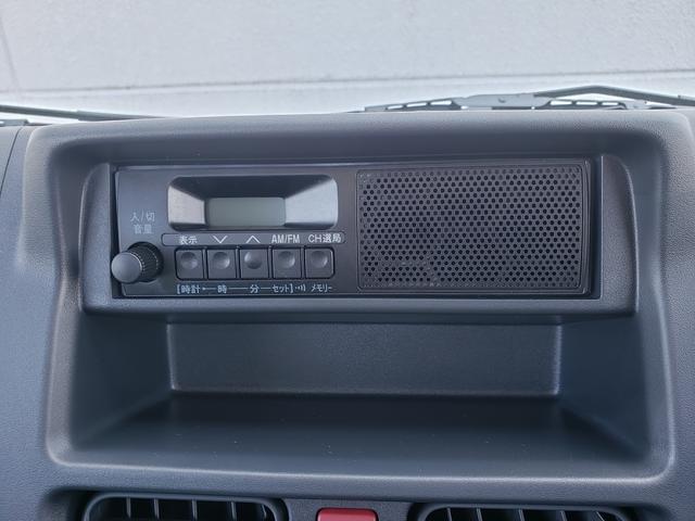 スピーカー付きのAM/FMラジオがついてます。