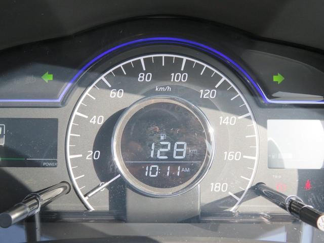 日々のドライブでの燃費効率や車両情報が見れる専用メーターです。