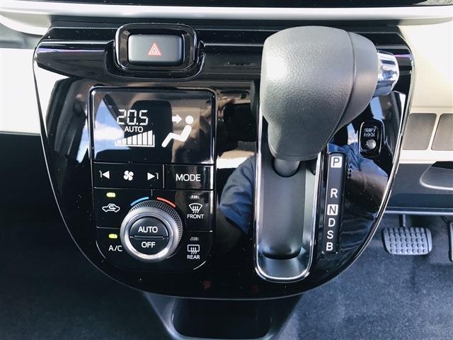 オートエアコン装備。マニュアルモードも可能。自動で温度調節をします。車内はいつも快適に♪