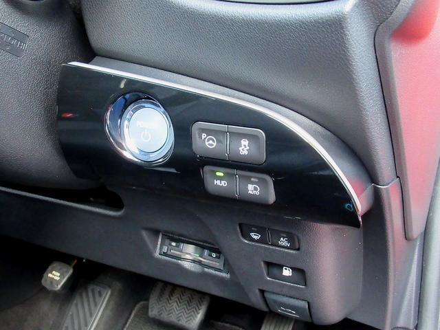 ★スマートエントリー【運転席、助手席、トランクからドアのアンロックが可能】、プッシュスタートは勿論、ヘッドアップディスプレイやオートハイビーム、AC100Vコンセント、駐車アシストも付いております。