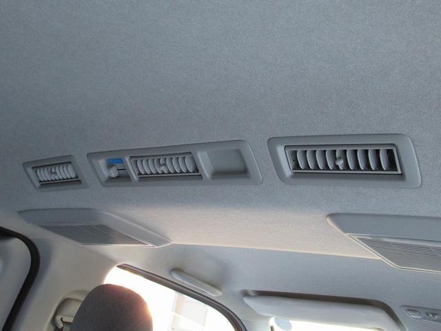 ★リアエアコンが付いており、広い空間のお車ですので夏場などの暑い時期にとても役立ちます。